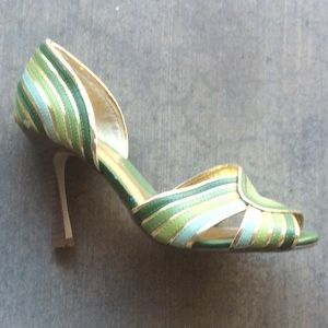 NOWW!! Green and Gold Heels